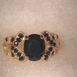 Jewelry - Beautiful Criss Cross Ring